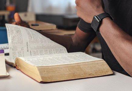 Wie finde ich einen bestimmten Bibelvers?